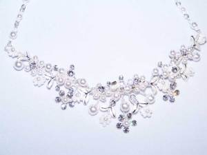 close up of necklace for set S005