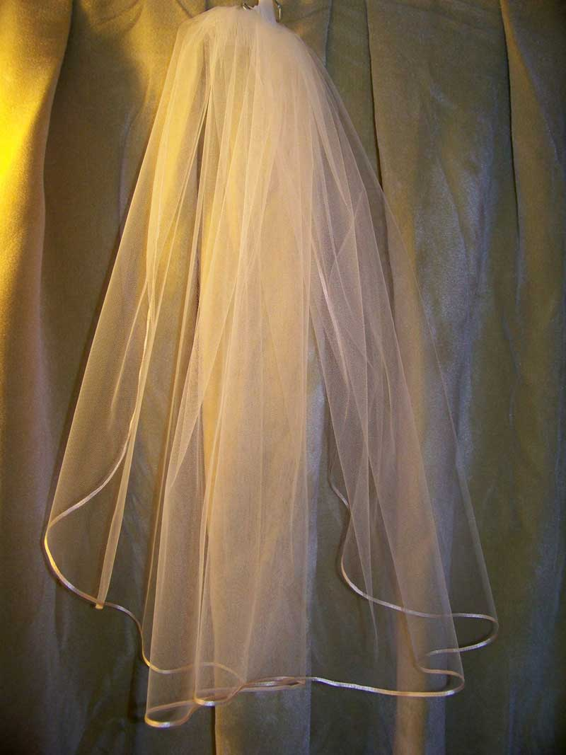 Traditional Shape Short Ribbon Veil