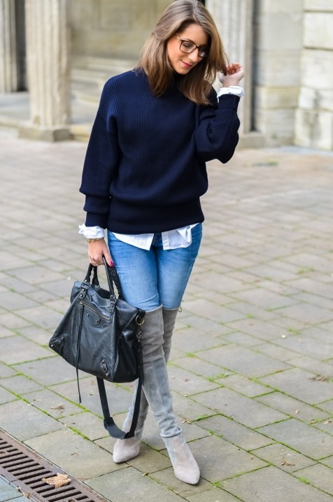 Outfit Herbst Oversized Pullover Overknee Boots Jeans optische Brille 5