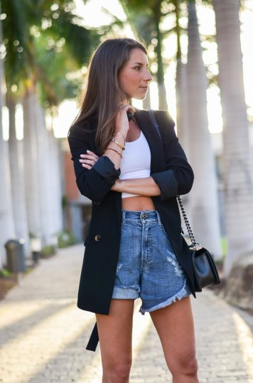 outfit blazer cropped top jeans shorts