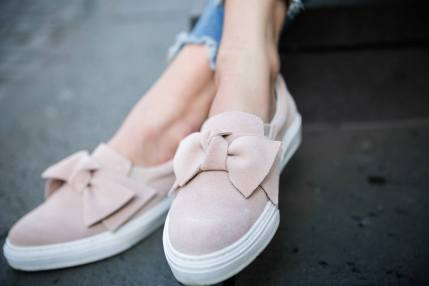 slip on bow outfit fashion blog