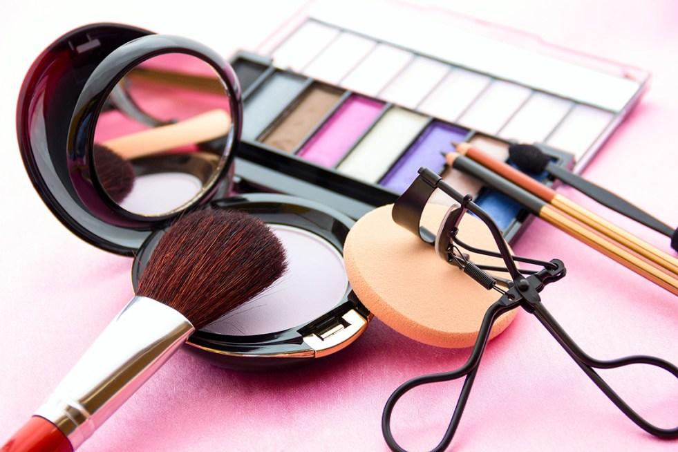 https://i1.wp.com/veja.abril.com.br/wp-content/uploads/2018/04/economia-maquiagem-cosmetico-20140912-0002.jpg?resize=981%2C654&ssl=1