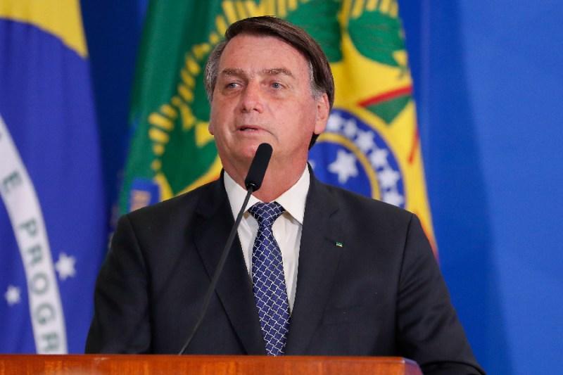 Bolsonaro veta parte de perdão a dívidas tributárias de igrejas | VEJA
