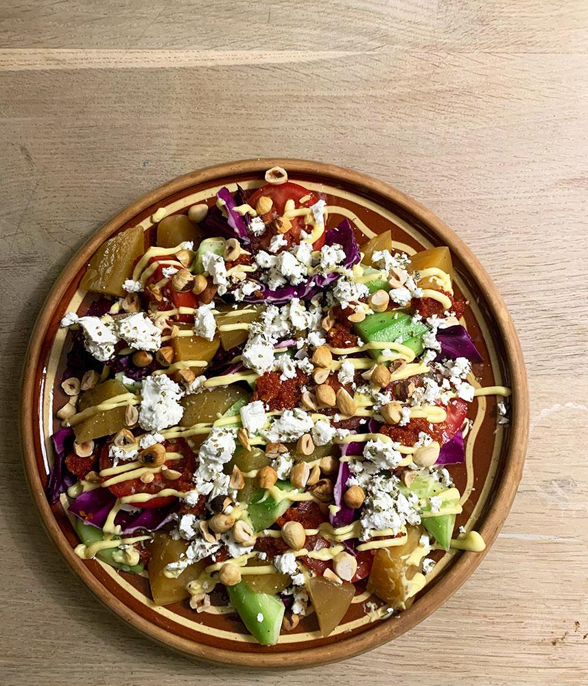 græsk salat version 2.0 på ler fad