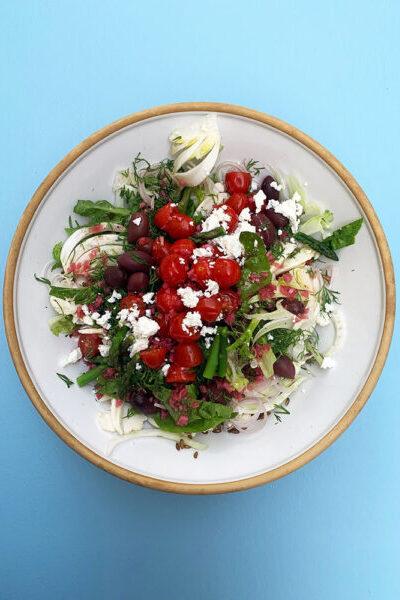 romain salat og syltede tomater