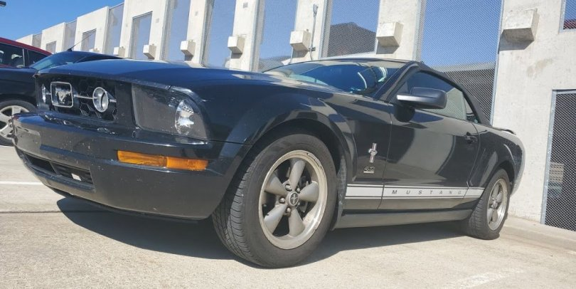 2006 V6 Mustang with a Muffler Delete