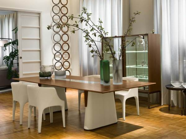 Fang Dinning Table