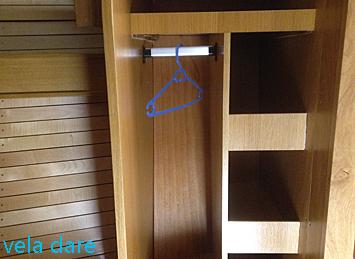 Nouvelle étagère à habits pour la cabine avant