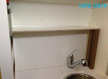 Finitions de la salle de bain de notre voilier