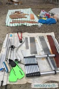 Sortir tout le matériel du bateau pour laver la cale
