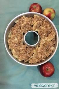 Apfelcrumble auf dem Petreoleumherd mit dem OMNIA gebacken