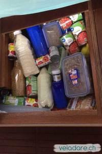 Toutes les provisions sont mises en bouteilles ou dans des boîtes