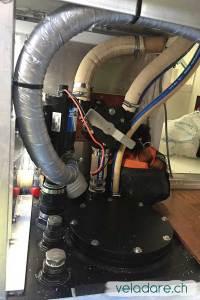 Neue WC-Pumpe mit neuen Leitungen