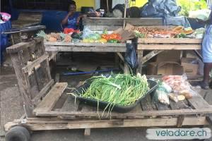 Holzwagen auf dem Markt