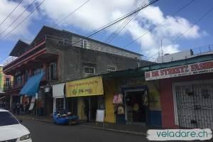 viele kleine Laden in den Strassen von Port Antonio, Jamaika