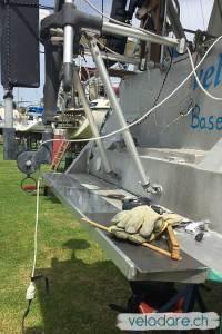 Préparations pour l'agrandissement de la plateforme de baignade à l'arrière de notre voilier vela dare