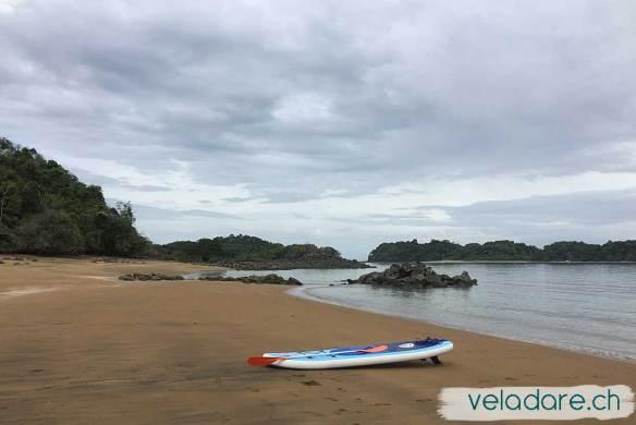 On explore les différentes plages de Espiritu Santo avec notre SUP