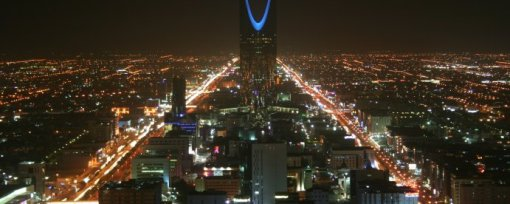 Kingdom_Tower_at_night