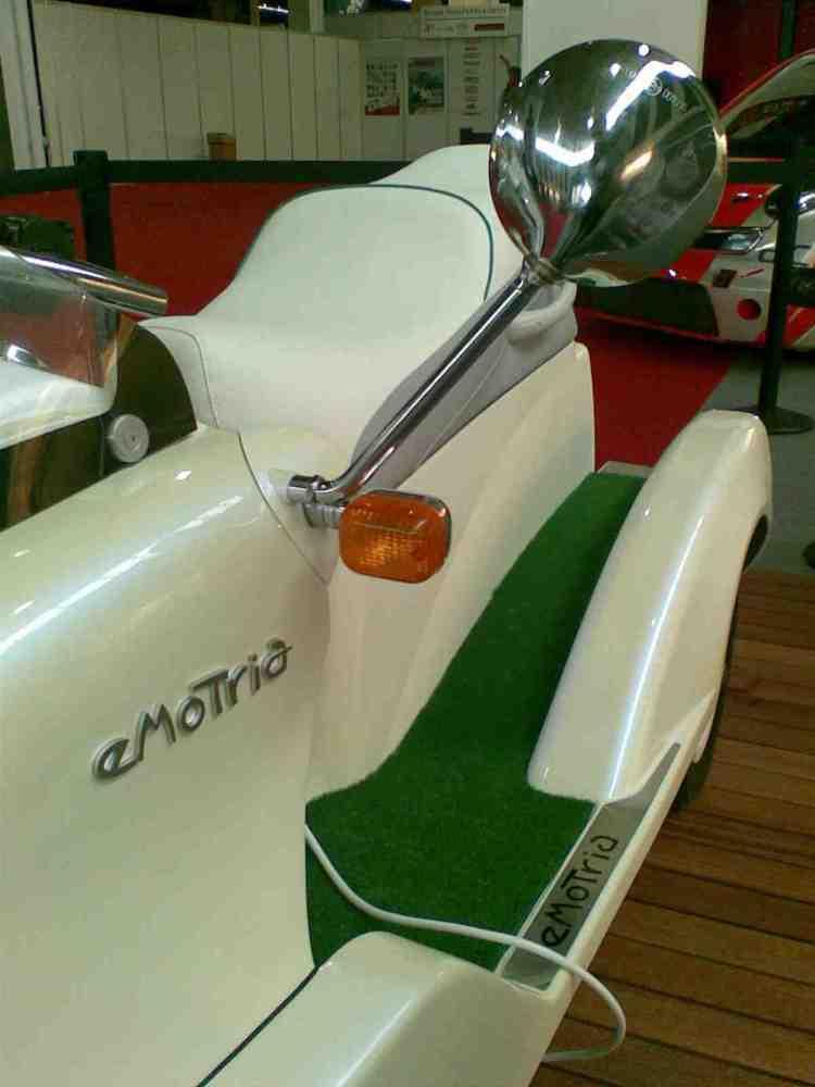eMoTria: El scooter de tres ruedas (3/3)
