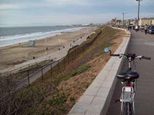 Esplanade with bike path below