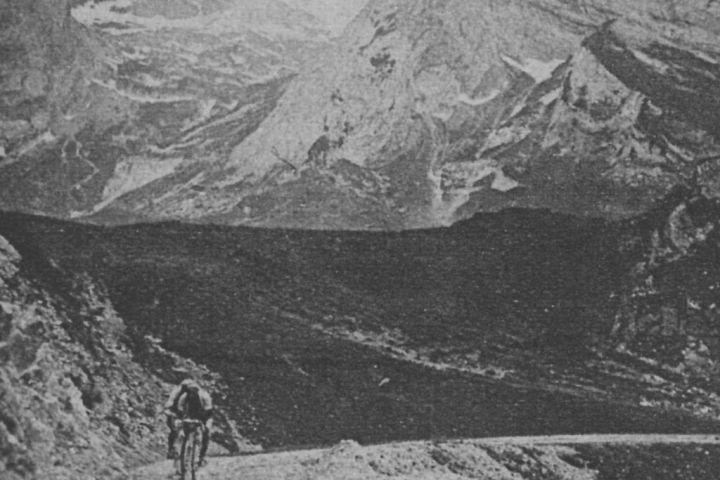 1920. Les belges Rossius et Masselis dans le col de l'Aubisque.