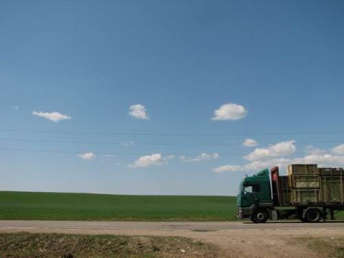 Sur la route, en Lituanie. Photo Lionel Poggio.