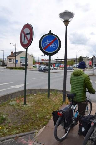 Après le rond-point Candolle, plus d'itinéraire cyclable.