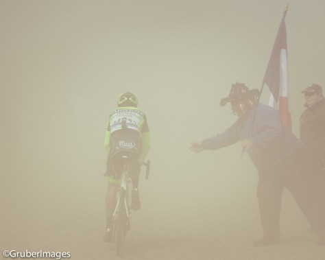 Riding through dust, Roubaix 2012