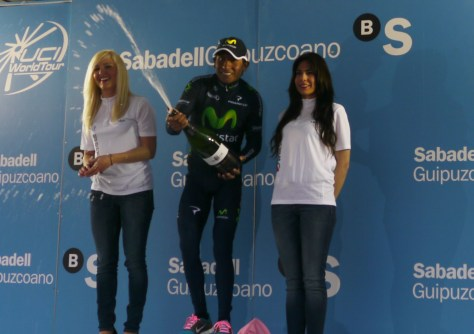 He's getting the hang of those bottles! Nairo Quinata (Movistar) winner of stage 4