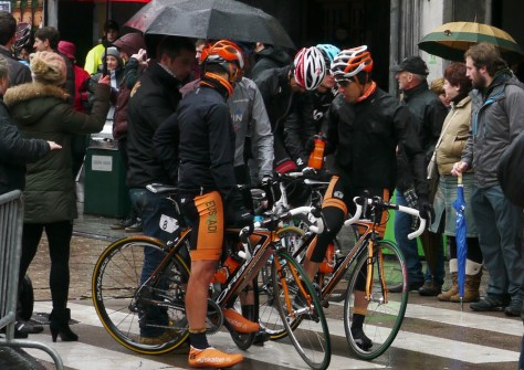 Basque pre-race huddle (image: Richard Whatley)