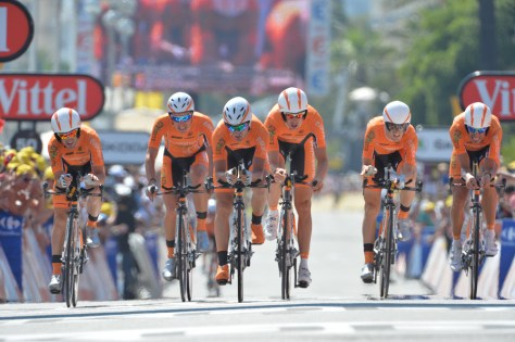 Euskaltel-Euskadi - not exactly the Red Arrows of the team time trial (Image: ASO)