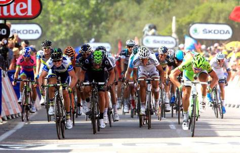 Photo finish gives win to Gerrans ahead of Sagan (image: Orice-GreenEDGE)