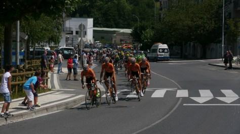 The boys in tango orange reeling in the break (image: Richard Whatley
