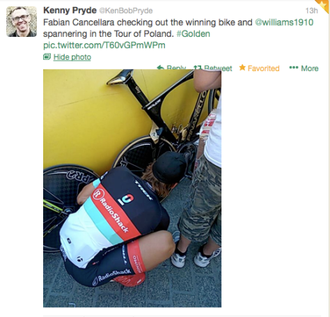 TdP Fabs looking at Wiggo's bike