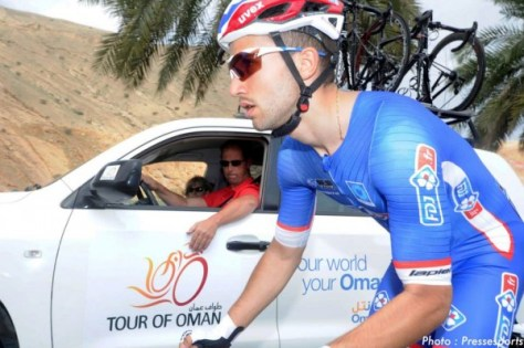 Nacer drops back to the team car for a few words of wisdom (image: FDJ)