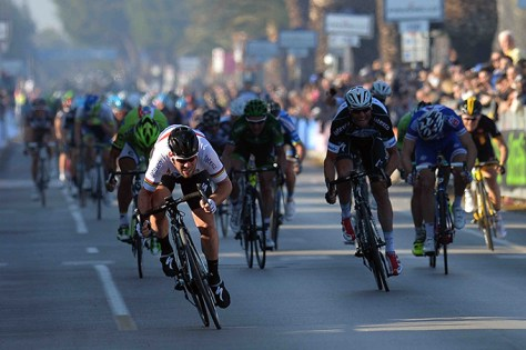 Mark Cavendish in familiar pose as he storms to victory on stage six (Image: Tirreno-Adriatico)