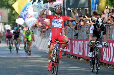 Nizzolo (right) is frustrated by Bouhanni again (Image: Giro d'Italia)