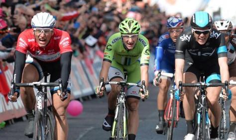 Kittel (left, in red) provides his own birthday present by winning stage 3 (Image: Giro d'Italia)