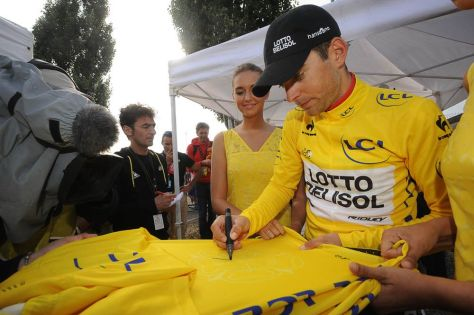 Gallopin discovers some of what it means to be the wearer of the maillot jaune (IMage: ASO/B Bade)