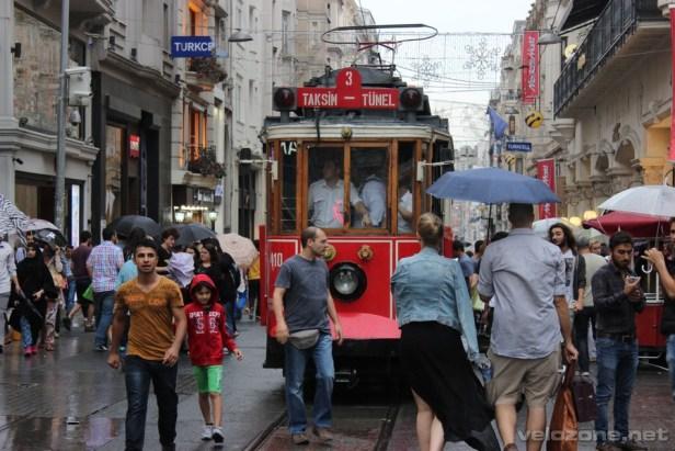 Zabytkowy tramwaj na Istiklal Caddesi