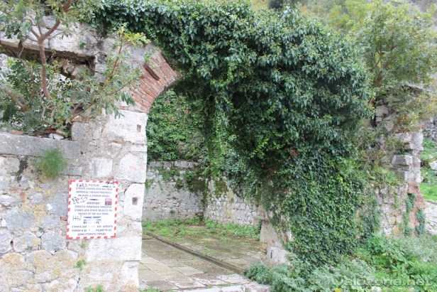 Wejście na mury twierdzy