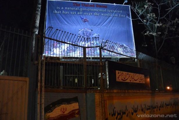 Ten oto billboard witał nas gdy przyjechaliśy. Gdy po dwóch tygodniach zdjęto sankcje, banner zniknął razem z nimi.
