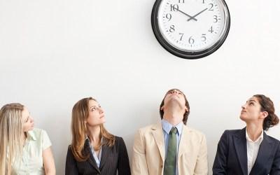 Como um relógio de ponto pode ajudar no controle da jornada de trabalho dos seus funcionários?