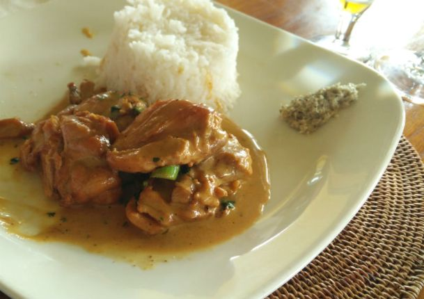 Chicken in vanilla with rice and lentils