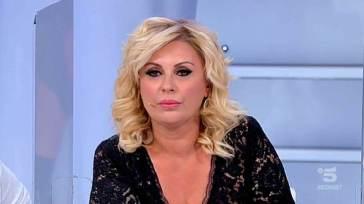 Uomini e Donne, Tina Cipollari rimane nella trasmissione? Ecco la verità
