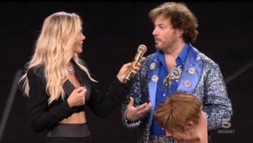 """""""Star in the star"""", si chiude la prima puntata: Elton John eliminato, Zucchero in testa alla classifica"""