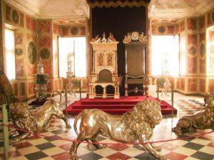 sexy-this-week-fairytales-Rosenborg-Castle-Copenhagen-ballroom-