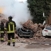 Terremoto in Emilia Romagna di magnitudo 5.9, con altre scosse minori, 5 i morti.