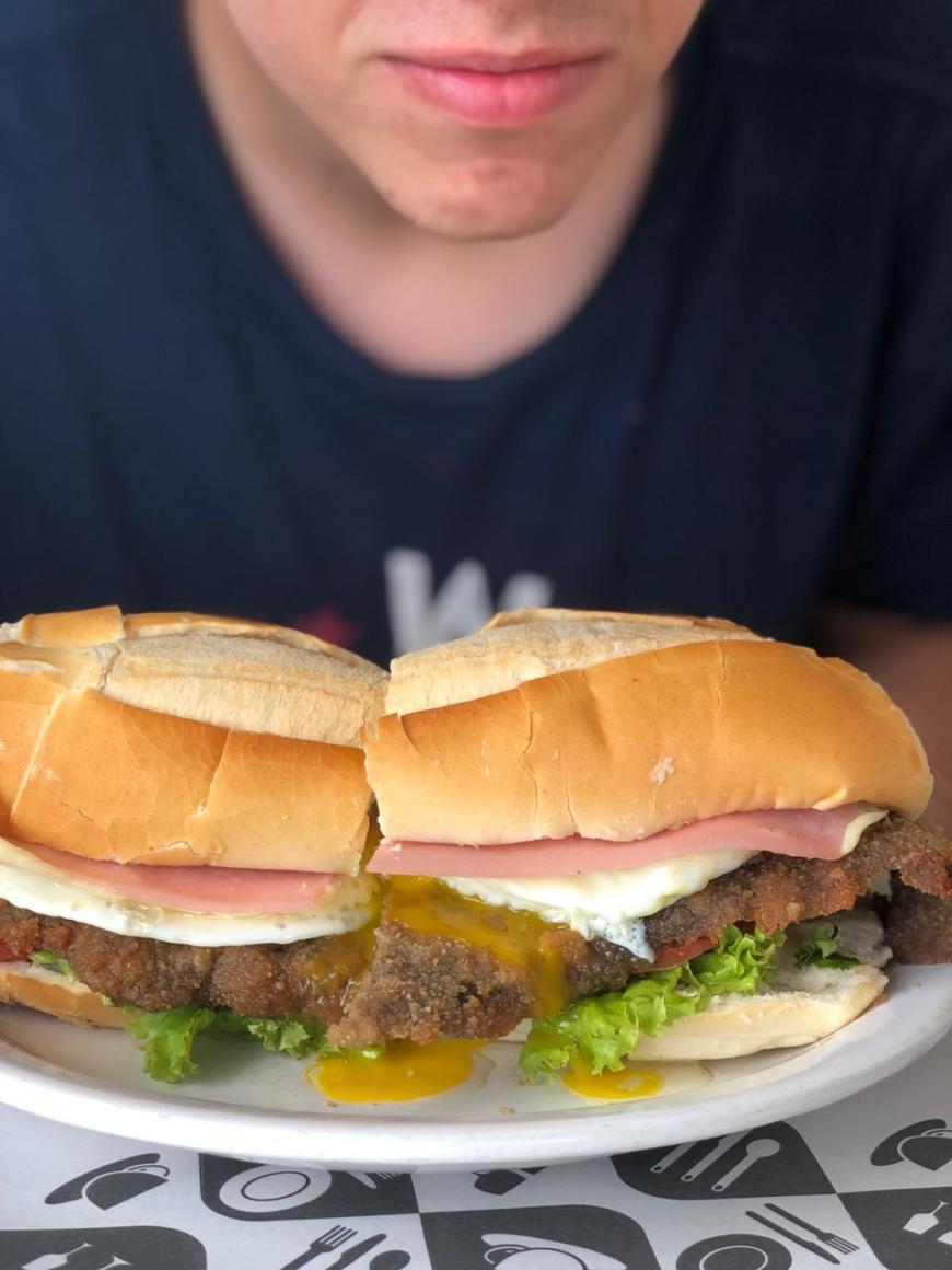 sanduíche de milanesa argentina