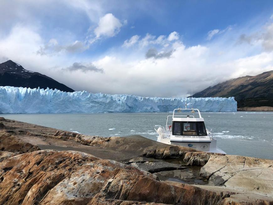 Barco para travessia em Perito Moreno